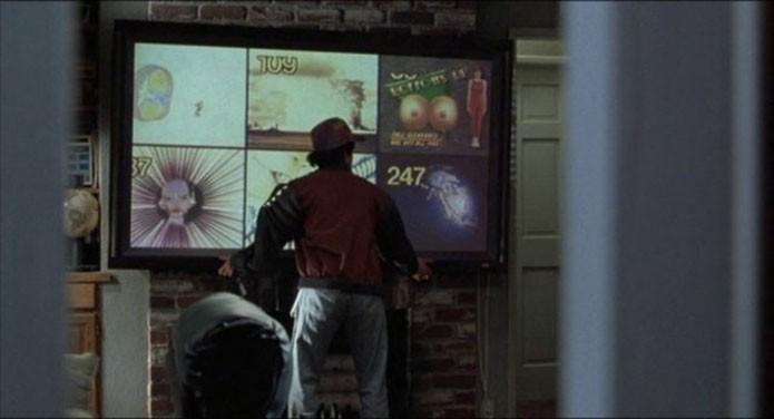 monitores-futuristas-do-filme-se-parecem-com-qualquer-tv-de-2015