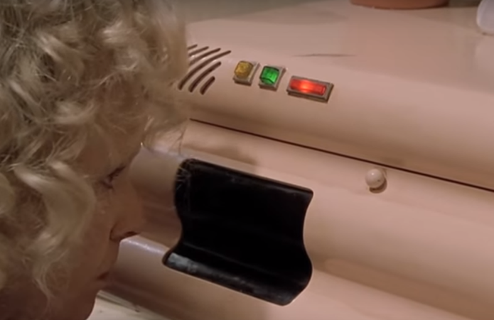 um-forno-futurista-do-filme-aceitava-comandos-de-voz